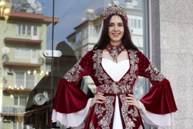 BORDO KADİFE KAFTAN